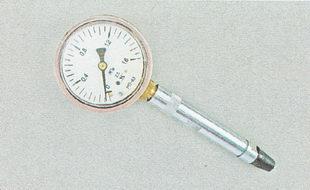 компрессометр для проверки давления в цилиндрах двигателя