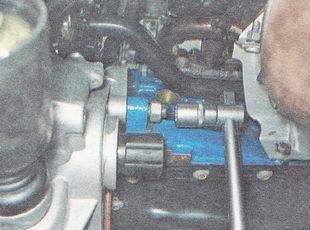 гайка крепления коробки передач к двигателю ВАЗ 2110