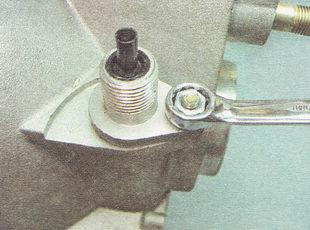 гайка крепления привода датчика скорости автомобиля