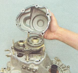 крышка коробки передач ВАЗ 2112