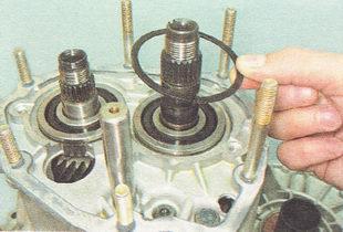 стопорные кольца подшипников вторичного вала коробки передач