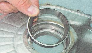 второе наружное кольцо подшипника дифференциала картера коробки передач