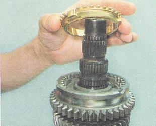 блокирующее кольцо синхронизатора первой передачи
