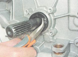 замена сальника первичного вала коробки передач ВАЗ 2110