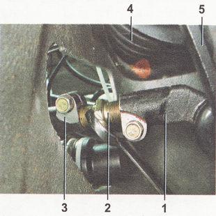 1 - наконечник рулевой тяги 2 - резьбовая вставка; 3 - рулевая тяга; 4 - телескопическая стойка; 5 - поворотный рычаг