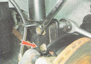 крепление поворотного кулака к передней стойке ВАЗ 2112
