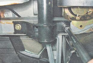поперечина передней подвески ВАЗ 2110