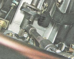 стяжной болт нижнего фланца рулевой муфты