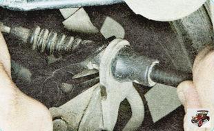 фиксатор наконечника оболочки троса стояночного тормоза