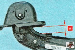 установите на продольный рычаг задней подвески кронштейн опоры