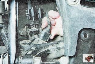 фиксатор колодки жгута проводов датчика частоты вращения заднего колеса