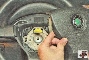 модуль подушки безопасности водителя Шкода Октавия А5