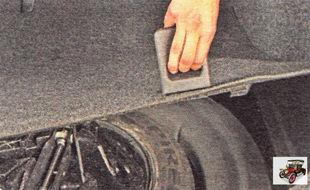 ниша в багажнике для запасного колеса и домкрата