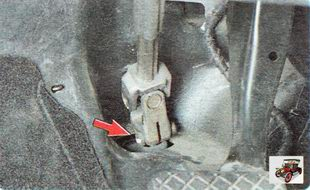 гайка болта клеммового соединения рулевой колонку и хвостовика вала-шестерни рулевого механизма