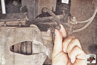 защитные колпачки штуцеров прокачки тормоза