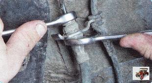 гайка крепления тормозной трубки к переднему тормозному шлангу