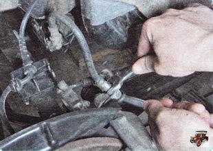 гайка крепления тормозной трубки к нижнему наконечнику тормозного шланга