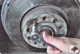 винт крепления тормозного диска к ступице