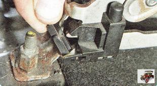 колодка жгута проводов кнопочного выключателя стояночного тормоз