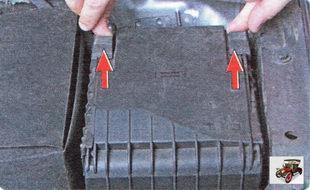 монтажный блок расположенный в моторном отсеке