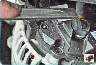 гайка крепления наконечника провода вывода генератора