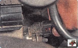 фиксатор колодки провода клеммы тягового реле стартера