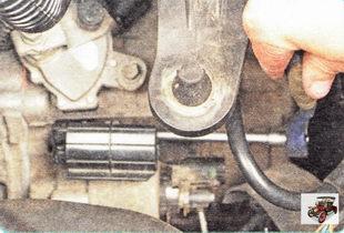 гайка крепления верхнего кронштейна жгута проводов