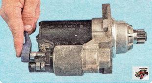 гайка крепления провода щеточного узла к контактному болту тягового реле стартера