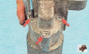 винты крепления тягового реле к корпусу стартера