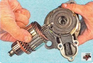 извлеките ротор стартера из планетарного редуктора