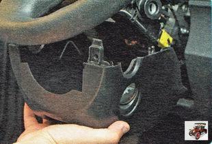 нижняя часть кожуха рулевой колонки