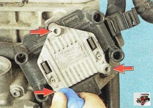 винты крепления модуля зажигания к блоку цилиндров двигателя