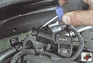 фиксатор колодки жгута проводов разъема датчика абсолютного давления и температуры