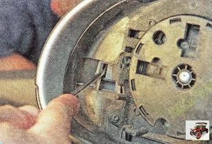боковой фиксатор корпуса бокового зеркала