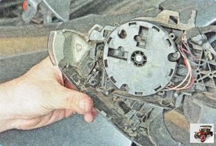 нижняя крышка зеркала вместе с указателем поворота