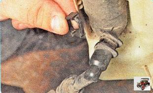 фиксирующая планка шланга бачка омывателя