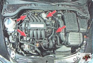 Так в подкапотном пространстве расположены узлы, неисправность которых влияет на динамику автомобиля Шкода Октавия А5