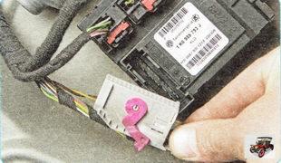 нижний разъем жгута проводов блока моторедукторов электроприводов стеклоподъемников