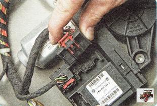 правый разъем жгута проводов блока моторедукторов электроприводов стеклоподъемников