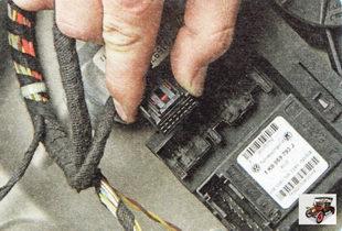 левый разъем жгута проводов блока моторедукторов электроприводов стеклоподъемников