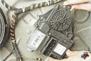 моторедуктор стеклоподъемника в сборе с модулем управления Шкода Октавия А5