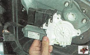 моторедуктор стеклоподъемника задней двери в сборе с модулем управления Шкода Октавия А5