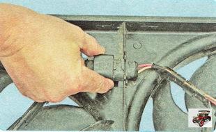 разъем жгута проводов электровентиляторов радиатора