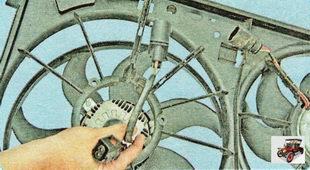электродвигатель вентилятора радиатора охлаждения двигателя