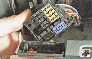 колодка жгута проводов разъема головного устройства аудиосистемы Шкода Октавия А5