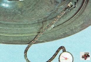 Подсоедините наконечник шланга насоса или компрессора к вентилю
