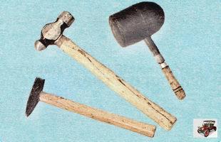 молотки разных размеров с металлическими и резиновым бойками
