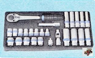 набор торцовых ключей с воротком-трещоткой и карданным шарниром