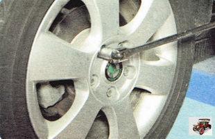 затяжка болтов крепления колес