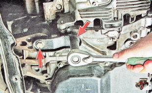 болты крепления реактивной тяги к двигателю